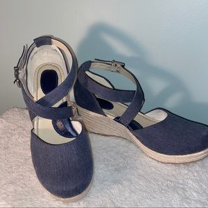 b.o.c. Cross-strap Espadrille Wedge Size 9M